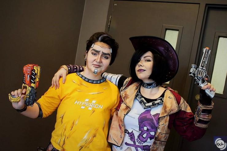 Badass Couple In Town Roxane Miyu Nisha Kitsumi