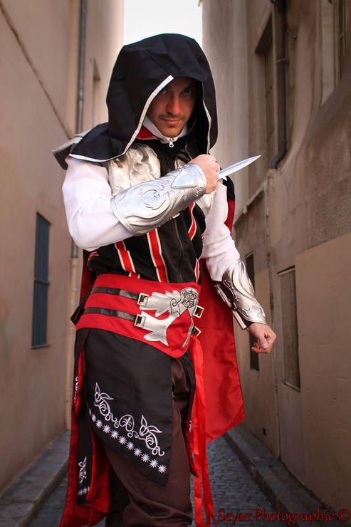 Asashin Cosplay Ezio Auditore Cosplay Photo